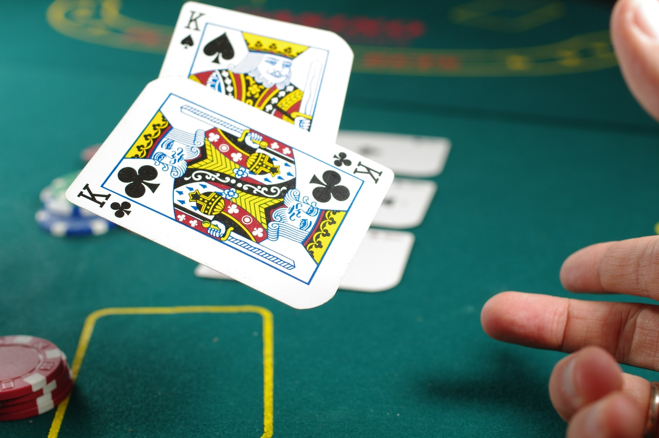 Why Online Casino and Poker Games are Popular?