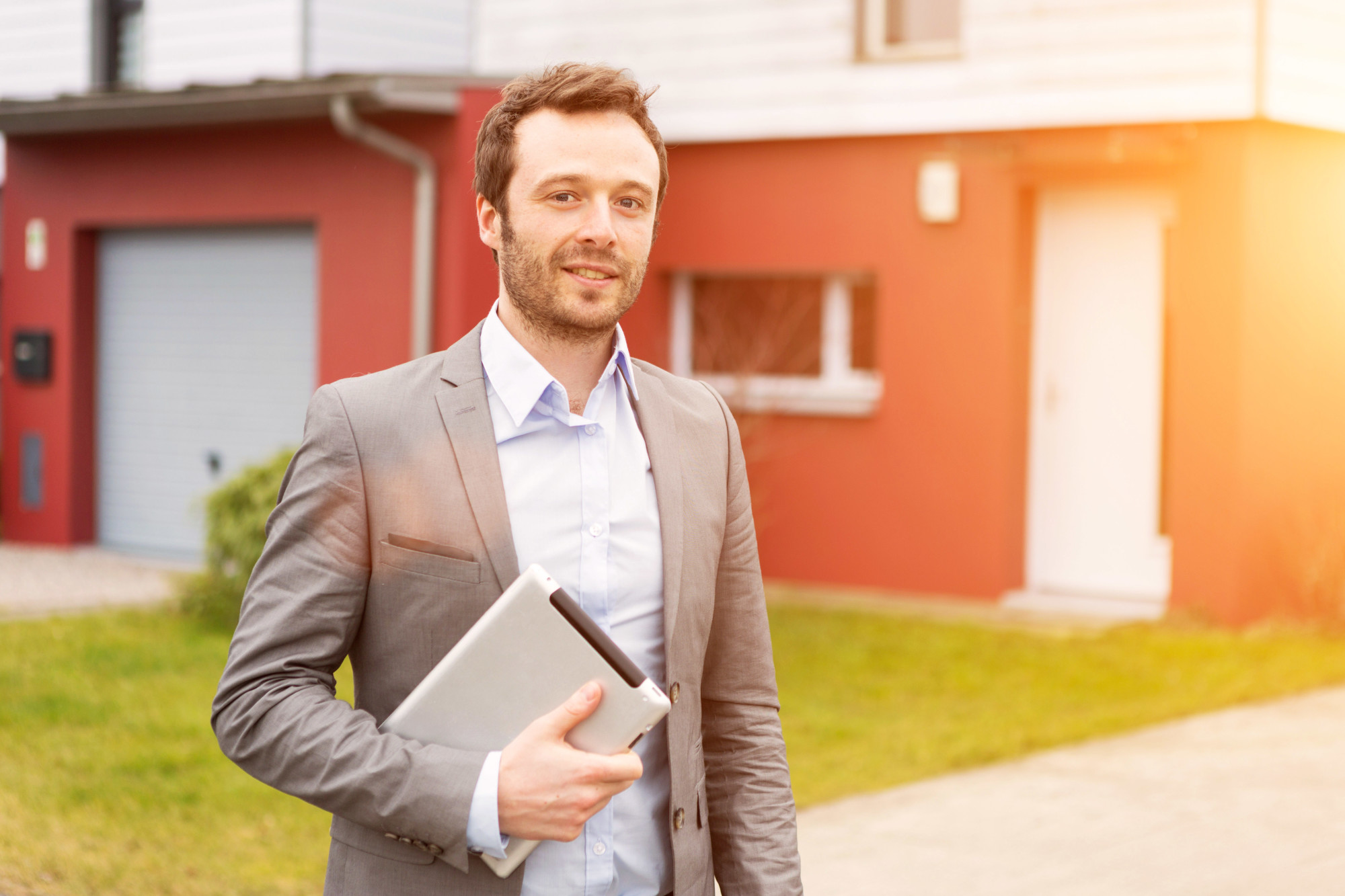 How Do I Choose the Best Real Estate Agent in My Local Area?